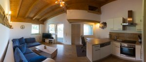 FAR-RELAX-Pano-Wohnzimmer-med